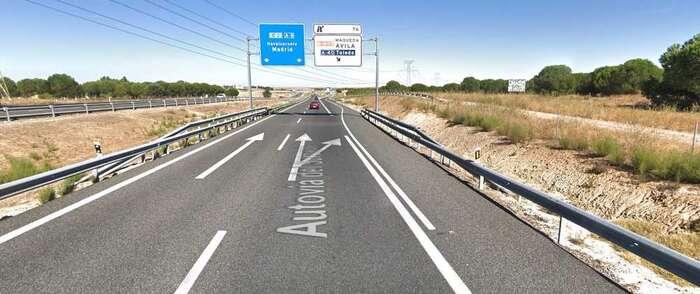 Vuelca un camión frigorífico en el kilometro 74 de la A-5, que ha obligado a cortar la autovía en sentido Madrid
