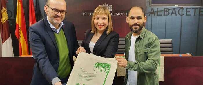 El reciclaje, promovido por la Diputación de Albacete, ha evitado la tala de más de 3,5 millones de árboles en los últimos 16 años