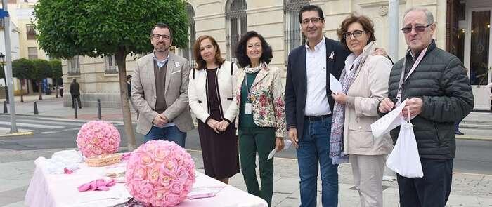 Caballero entrega la aportación de la Diputación de Ciudad Real a AMUMA con motivo del Día Internacinal contra el Cáncer de Mama