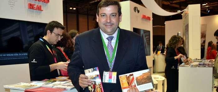Calzada respaldó la presentación en FITUR de la Ruta de la Pasión Calatrava, que incluye Las Caras, y promocionó sus recursos turísticos