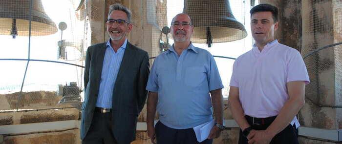 Martín pone en valor el patrimonio de Valdepeñas durante su visita al campanario de La Asunción