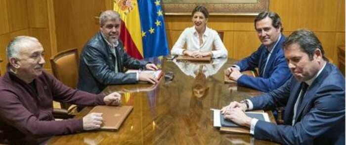 El Gobierno anuncia subida del Salario Mínimo Interprofesional en 950 euros