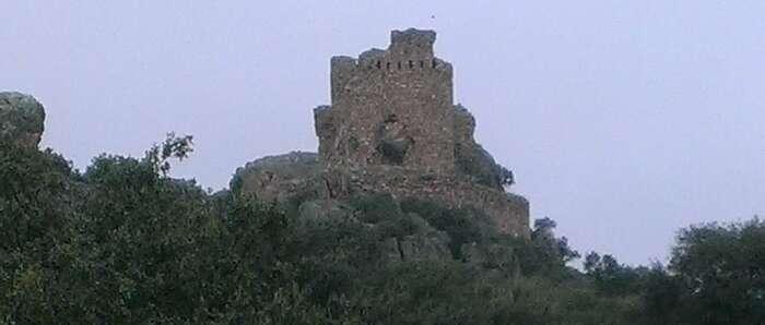 Castillo de Dos Hermanas. Navahermosa.