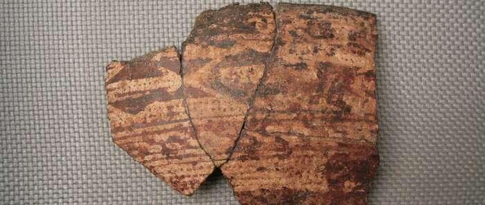 Un fragmento de galbo cerámico del Cerro de las Cabezas, pieza del mes de 'Vive tu museo'
