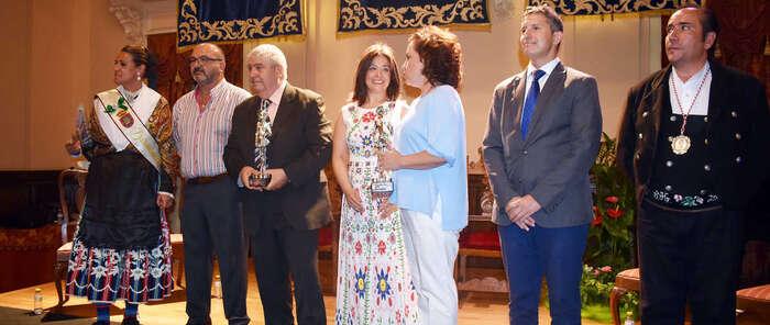 La Alcaldesa de Ciudad Real entrega a Lanza y a Aurelio Borja sus títulos como Ciudadano Ejemplar 2018