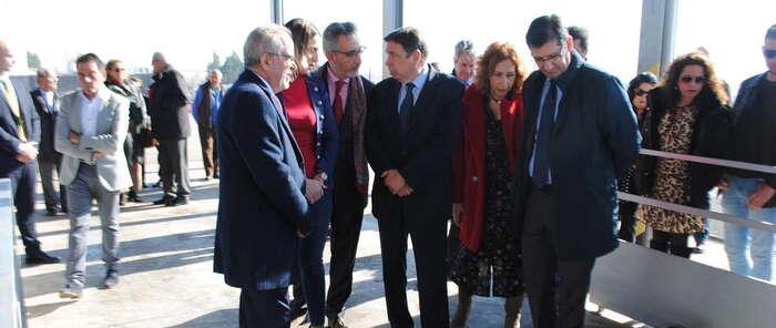 El alcalde de Valdepeñas y el ministro de Agricultura visitan la cooperativa Colival