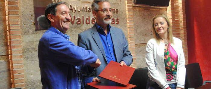 Valdepeñas renueva su convenio con Proyecto Hombre para atender a adictos y familiares