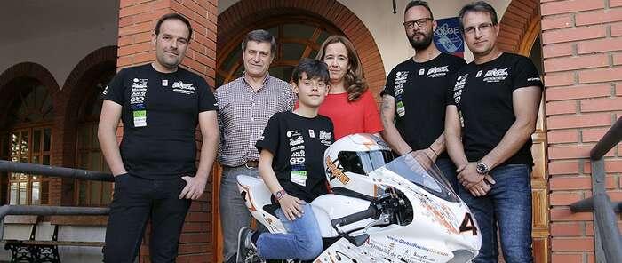 Jacinta Monroy desea la mejor de las temporadas al piloto David García, que este fin de semana inicia en Sevilla la competición de MiniGP 110