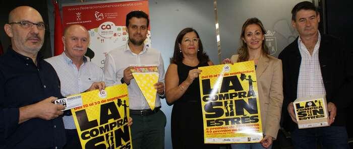 """Rosa González anima a los albaceteños a participar en la """"Compra Sin Estrés"""" ya que trae grandes descuentos y regalos directos"""