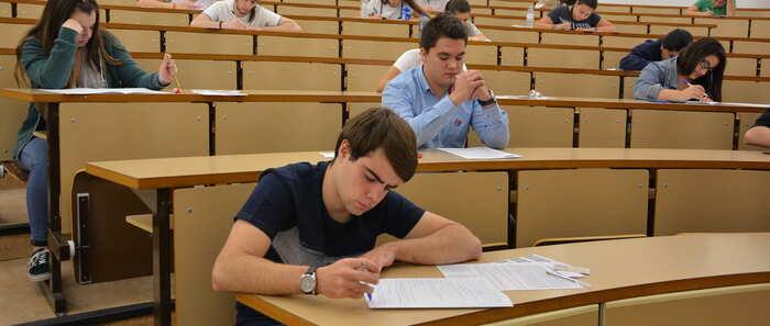 El 61,56% de estudiantes aprueba la EvAU de septiembre en el distrito universitario de Castilla-La Mancha