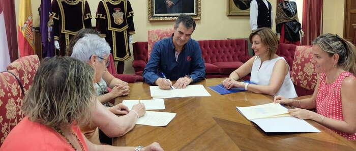 El alcalde de Guadalajara y responsables de distintas ONG´s firman los convenios de colaboración para proyectos de Cooperación al Desarrollo en zonas deprimidas de América central y África