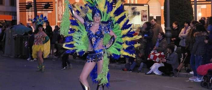 La alegría, colorido y alta participación caracterizaron el Desfile de Comparsas y Carrozas de Manzanares