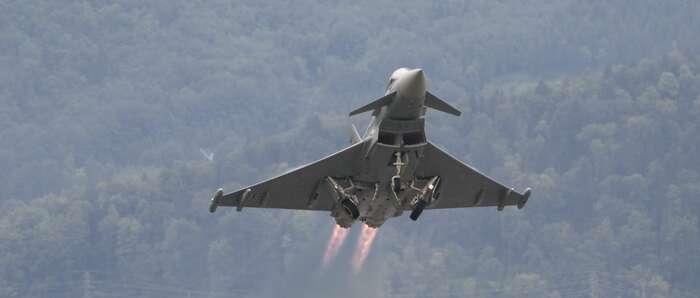 Un eurofighter se estrella cerca del aeropuerto de Los Llanos en Albacete cuando regresaba del desfile del 12-O
