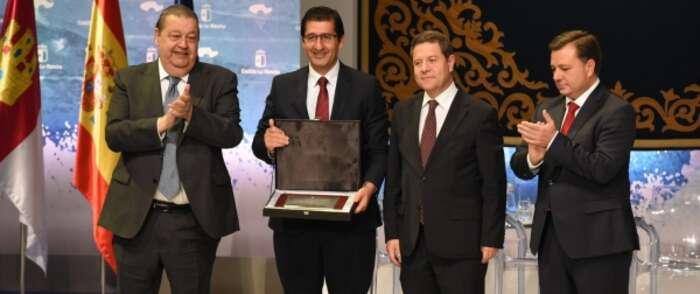 El presidente de la Diputación de Ciudad Real dice que la Placa al Mérito Regional concedida a FENAVIN es de todos aquellos que trabajan por el sector del vino
