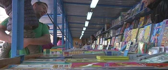 Inaugurada en Alcázar la Feria del libro en la Plaza de España