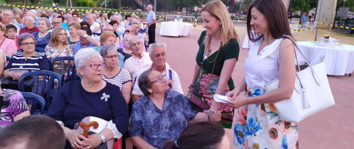 Los mayores del Centro del Lucero de Valdepeñas celebraron las tradicionales Fiestas de San Juan