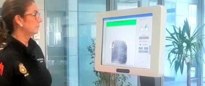 La Policía Nacional cuenta con cualificados lofoscopistas  dedicados a la identificación y reseña de personas
