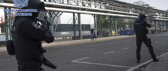 La Policía Nacional realiza un simulacro de actuación ante situaciones de crisis en el complejo industrial de Puertollano