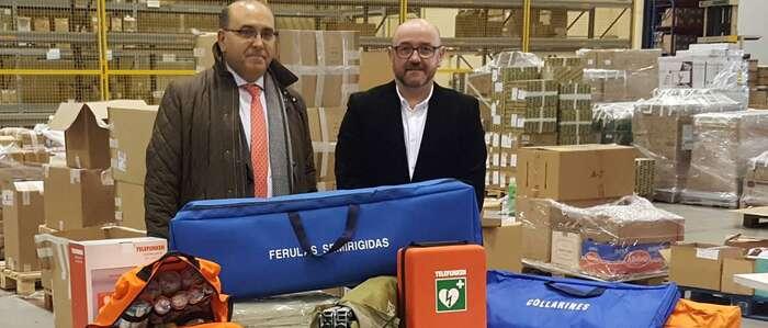 El Gobierno regional entrega a 38 agrupaciones de Protección Civil material para emergencias, que incluye un desfibrilador