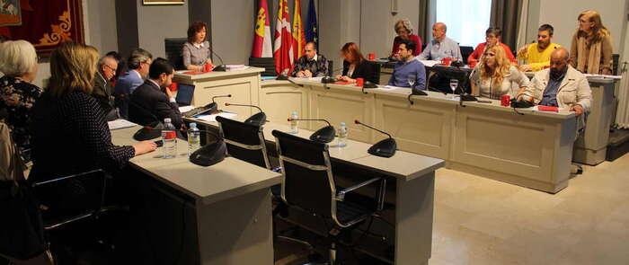 Reservar el 7% de la contratación municipal para Centros Especiales de Empleo, apoyar el ferrocarril de viajeros e iniciar una campaña para el ahorro de agua fueron los acuerdos adoptados por el Pleno de Alcázar