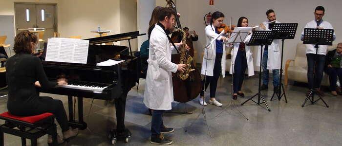 El poder de la música llega al Hospital de Ciudad Real para amenizar las estancias hospitalarias a pacientes en itinerancia