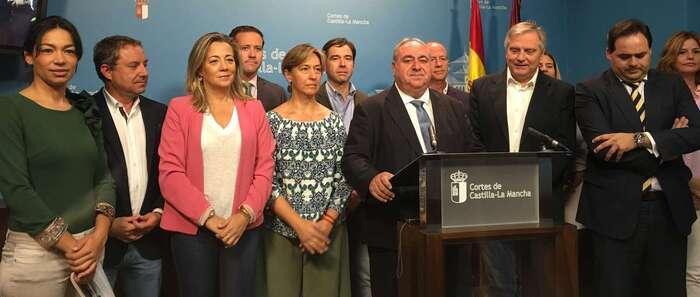 """PP C-LM llama a la ciudadanía a poner banderas de España en su casa """"como símbolo de unidad"""" frente al """"desafío"""""""
