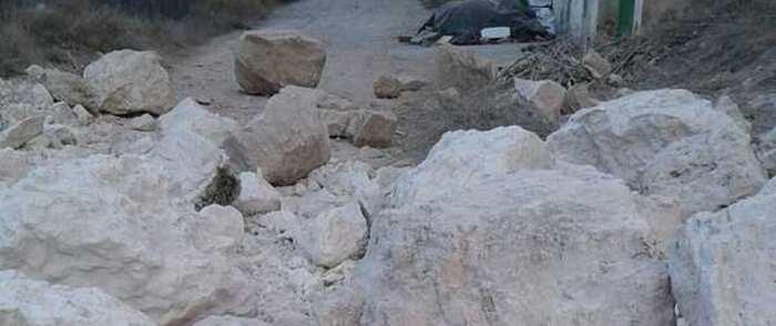 Cortada la CM-3102 en Alcalá del Júcar por desprendimiento de rocas en la calzada