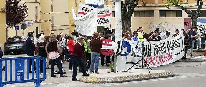 Unos doscientos vecinos se concentran en el barrio conquense de La Paz para denunciar su estado de abandono