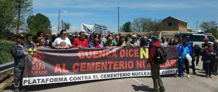 Más de 300 personas secundan la 9ª Marcha a Villar de Cañas contra la instalación del cementerio nuclear