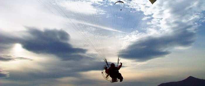Evacuada en helicóptero al hospital albaceteño una persona que ha sufrido un accidente de parapente en Caudete