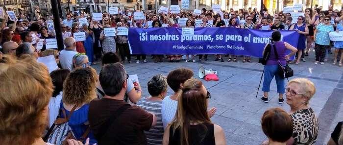 """Más de 300 personas rechazan en Toledo el """"atropello patriarcal"""" y el """"insulto"""" que supone la libertad de 'La Manada'"""