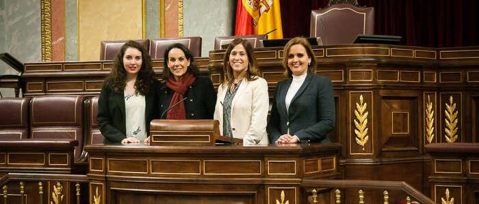 La Vicepresidenta Tercera recibe a la delegación ciudadrealeña de Dulcineas en el Congreso de los Diputados