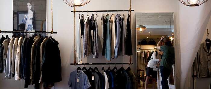 Las prendas básicas que no pueden faltar en el armario de cualquier hombre