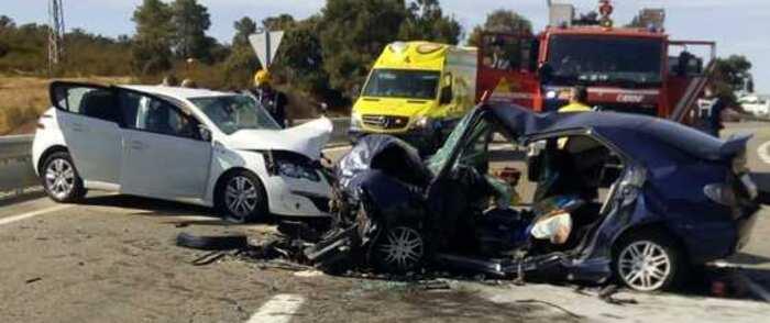 Tres heridos en una colisión frontal entre dos turismos en la N-420 en el Puerto de Niefla (Ciudad Real)