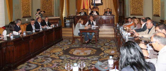 """La Comisión de Investigación de la OPE de 2009 de la Diputación de Albacete concluye que pudo haber un """"modus operandi"""" para dar """"trato de favor"""" a aspirantes a oposiciones"""