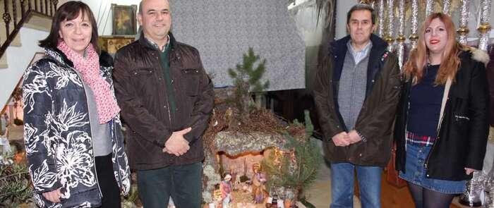 La Hermandad del Santo Entierro inaugura en Alcázar su belén que podrá visitarse durante los fines de semana