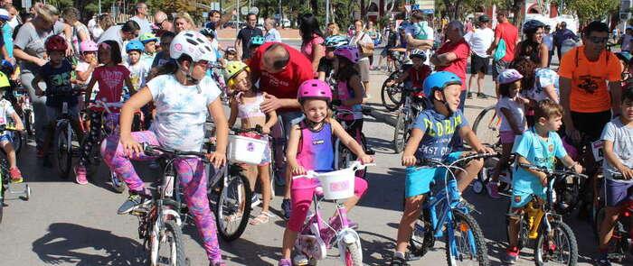 Cerca de 600 niñas y niños de Alcázar participaron en la XII edición de la Carrera de Bicis y Triciclos de Afanion