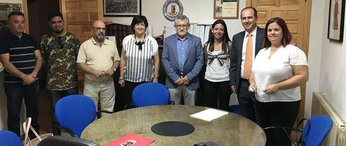El Gobierno regional se interesa por las necesidades educativas y culturales de Torrejón del Rey