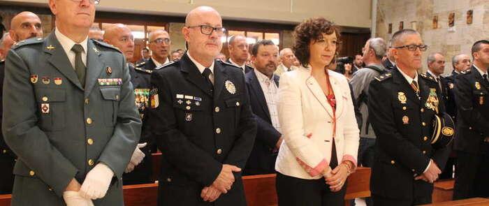 La alcaldesa y el Ayuntamiento de Alcázar reconocidos por la Policía Nacional en el Día de sus patronos