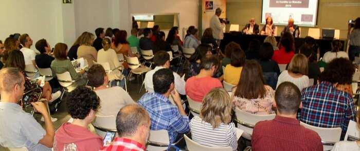 Alcázar acoge unas jornadas para la creación de una Red de Barrios de regional para mejorar la atención social