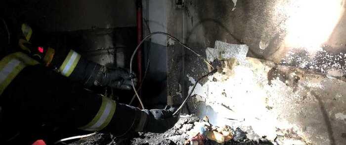 Bomberos del SEPEI en Hellín rescatan a tres personas del incendio de su vivienda durante la madrugada de este 25 de diciembre