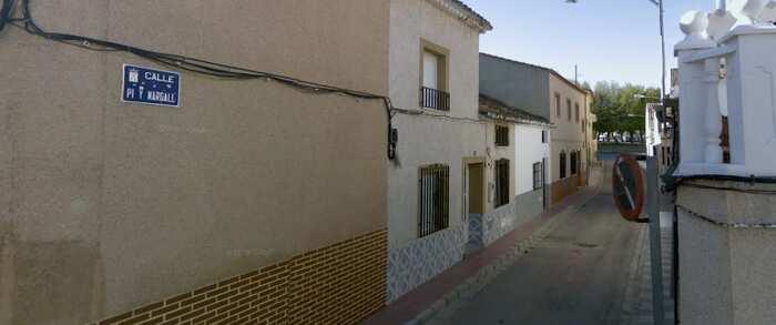 Tres afectados por inhalación de humo tras el incendio en una vivienda de Pozo Cañada (Albacete)
