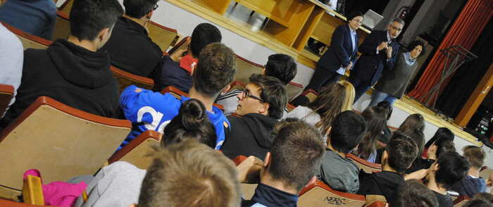 Europa escucha a los jóvenes de Valdepeñas en un encuentro para resolver dudas