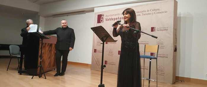 Loles León revive en Valdepeñas el espíritu de Lorca con el recital poético 'Lorquianos'