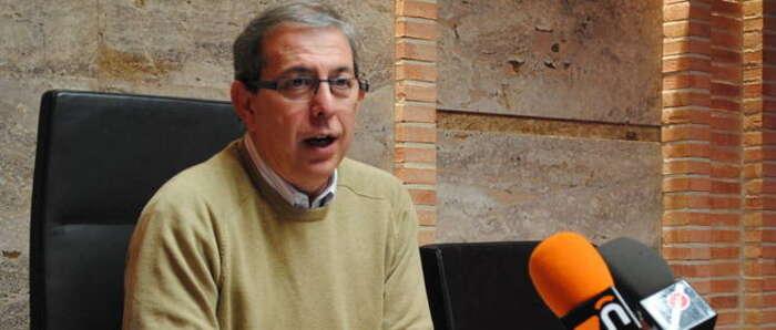 López Rodríguez desmiente a Podemos Valdepeñas por su crítica sobre la biblioteca en Navidad