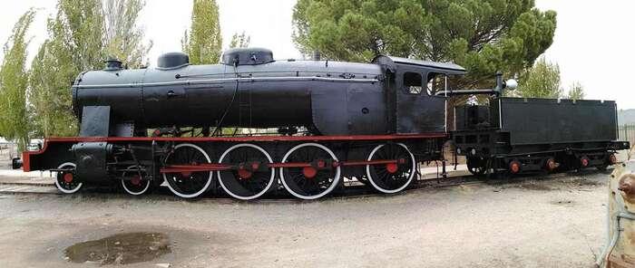 Restaurada la locomotora clásica que presidirá una de las rotondas de entrada a Alcázar de San Juan