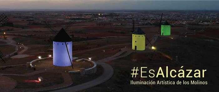 Los molinos de Alcázar de San Juan adaptan su color a las diferentes causas solidarias y reivindicativas de las asociaciones
