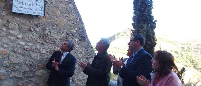 El Ayuntamiento de Cuenca rinde homenaje al pintor e Hijo Predilecto Víctor de la Vega y le dedica uno de los miradores del Casco Antiguo