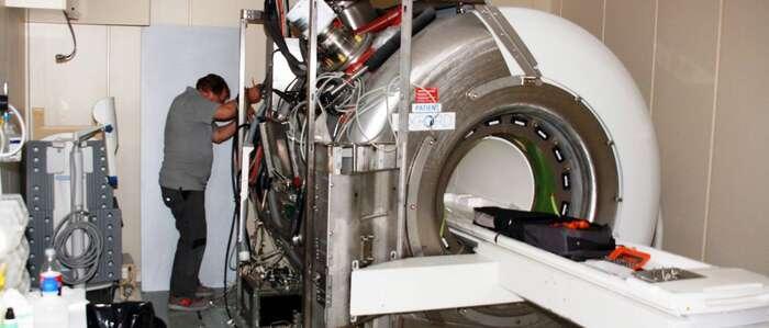 Comienzan los trabajos para dotar al Hospital de Alcázar de San Juan de un nuevo equipo de resonancia magnética