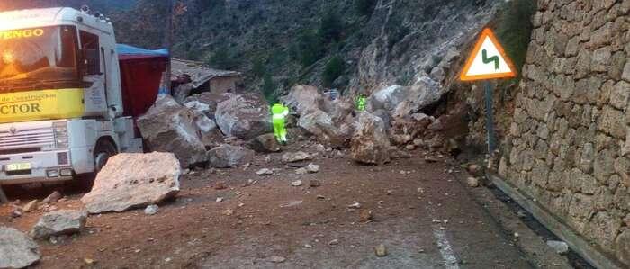El tráfico en la CM-3203 permanecerá cortado en Ayna hasta que se evalúen las condiciones de seguridad de la vía